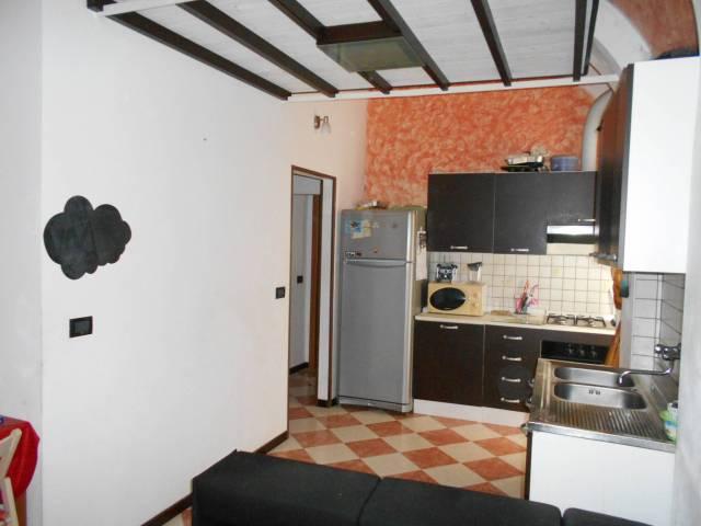 Appartamento in buone condizioni arredato in vendita Rif. 6859506
