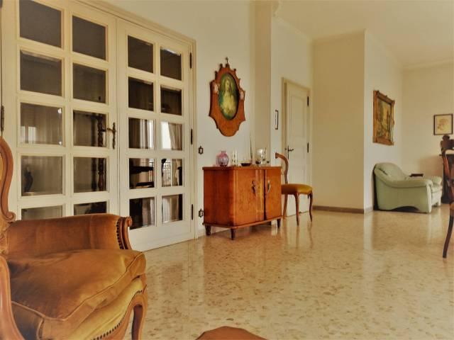 Appartamento in buone condizioni in vendita Rif. 6711758