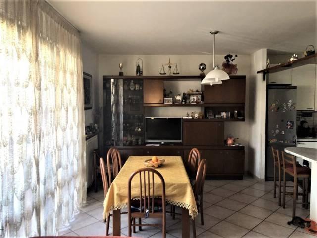 Appartamento in ottime condizioni parzialmente arredato in vendita Rif. 6855307