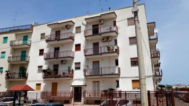 Appartamento in buone condizioni in vendita Rif. 6854328