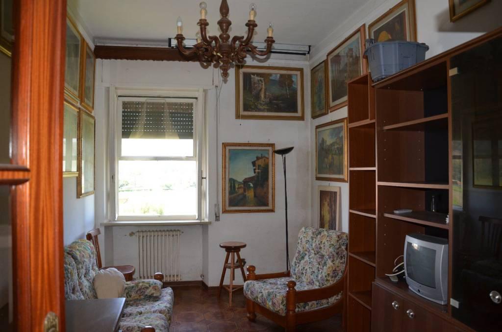 Appartamento in buone condizioni in vendita Rif. 6975268