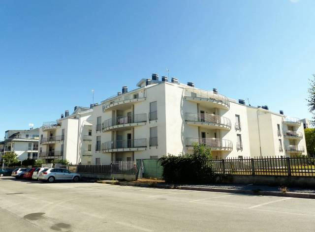 Appartamento in ottime condizioni parzialmente arredato in affitto Rif. 6881986