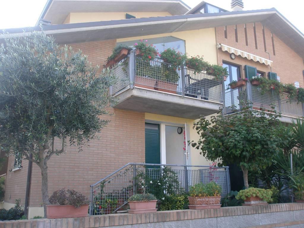 Appartamento in ottime condizioni arredato in vendita Rif. 6881009