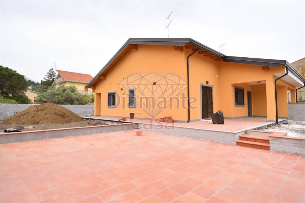Villa in Vendita a Mascalucia Centro: 5 locali, 170 mq