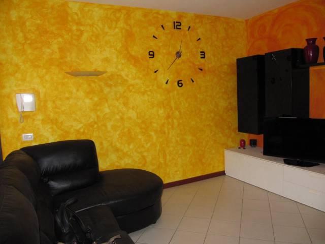 Appartamento in buone condizioni in vendita Rif. 6876405