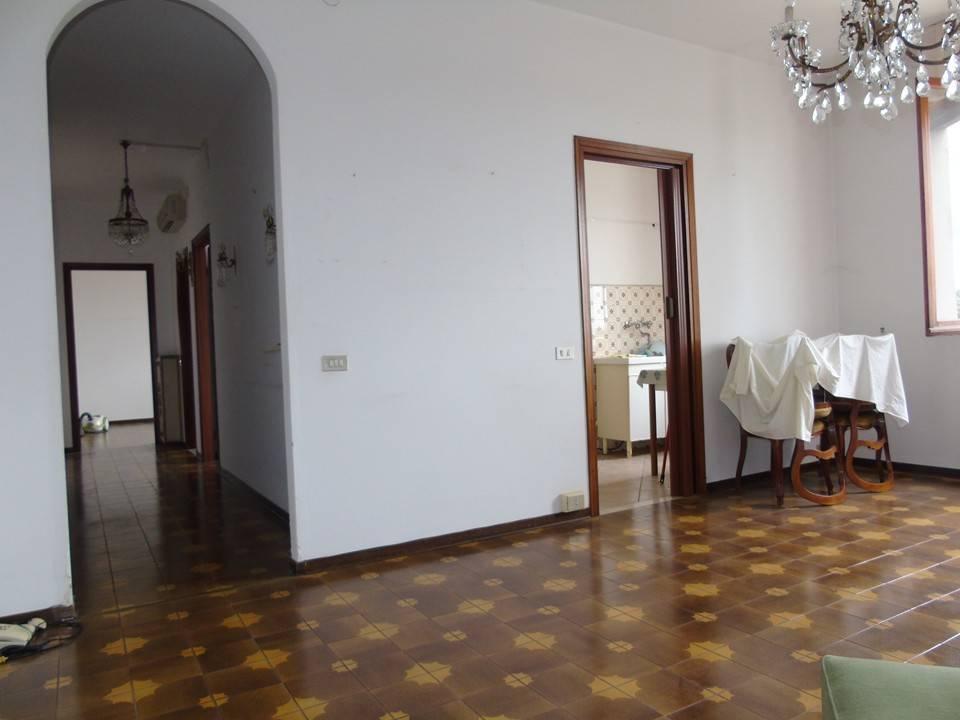 Appartamento in buone condizioni arredato in vendita Rif. 8977299