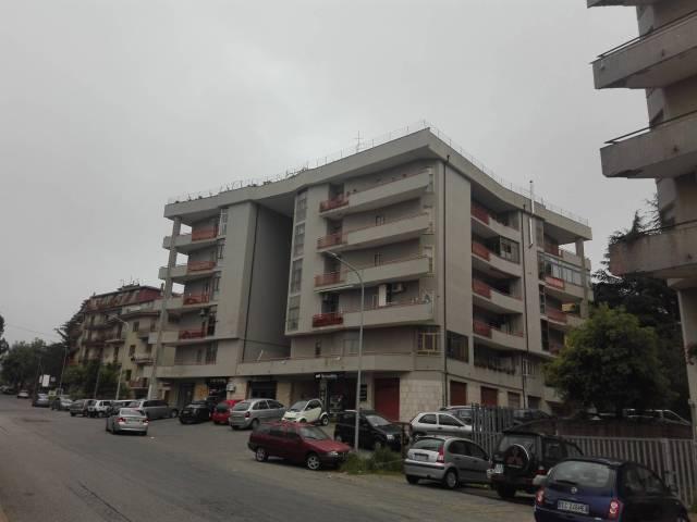 Appartamento in buone condizioni in vendita Rif. 6876444