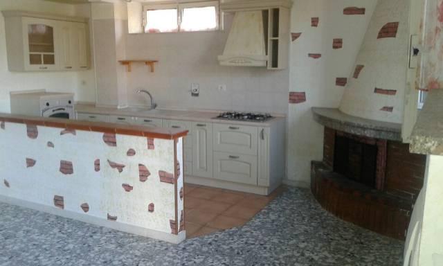 Appartamento in ottime condizioni parzialmente arredato in vendita Rif. 6879532