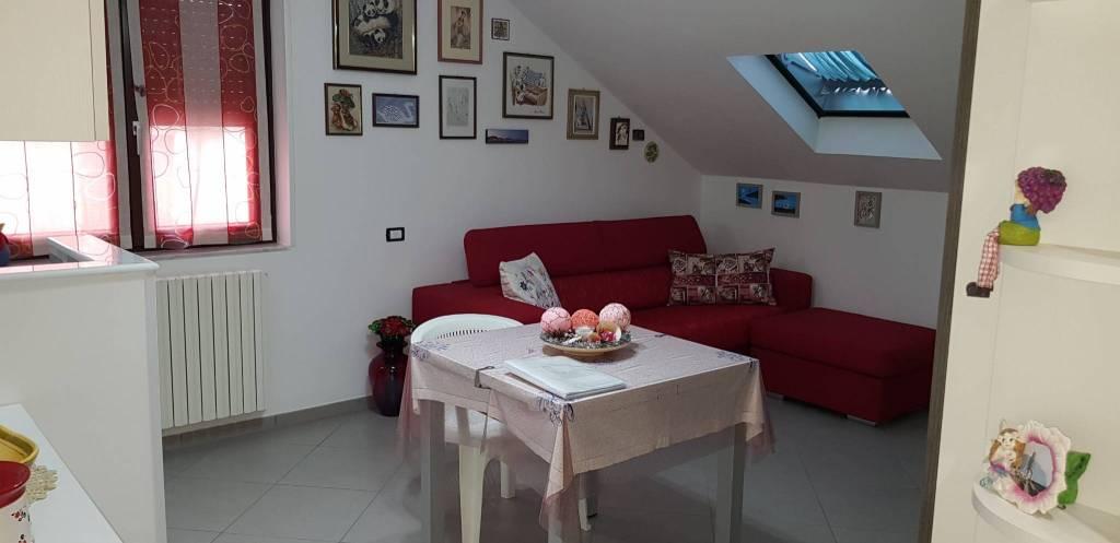 Appartamento in ottime condizioni in vendita Rif. 6877121