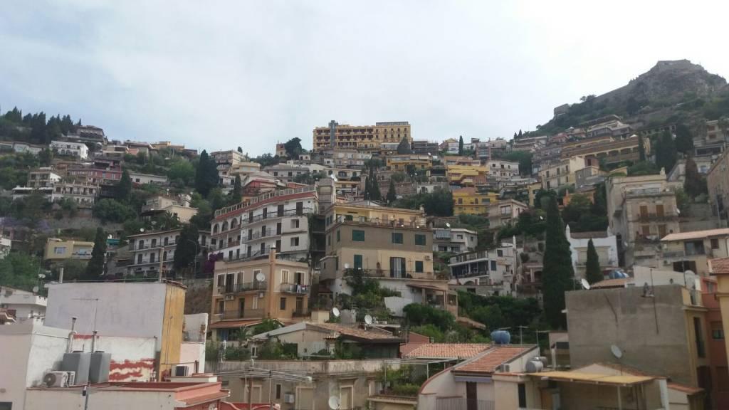 Appartamento in vendita a Taormina, 90 mq su due elevazioni