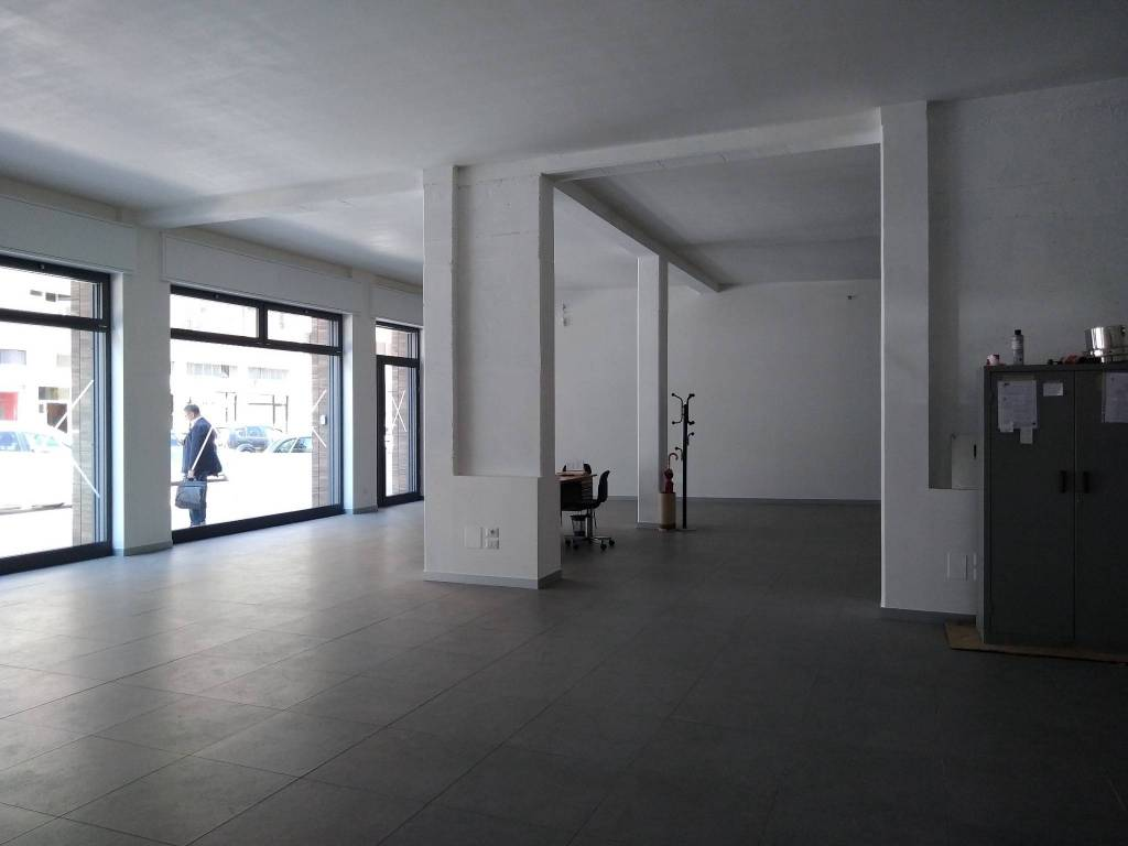 Locale commerciale nuova costruzione