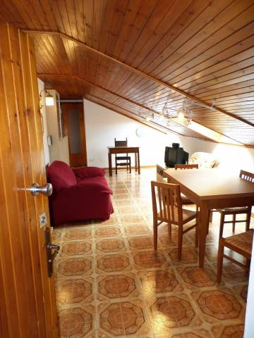 Appartamento in buone condizioni arredato in affitto Rif. 6876560