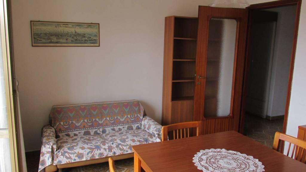 Appartamento in buone condizioni arredato in affitto Rif. 6582353