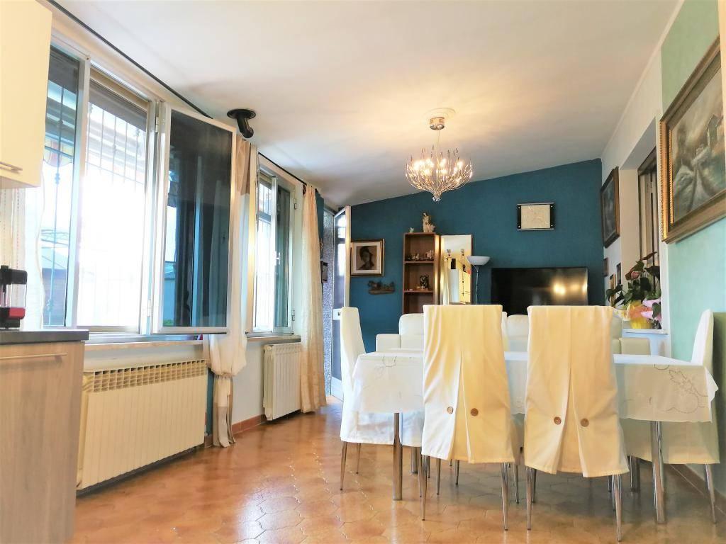 Appartamento in buone condizioni in vendita Rif. 6876883