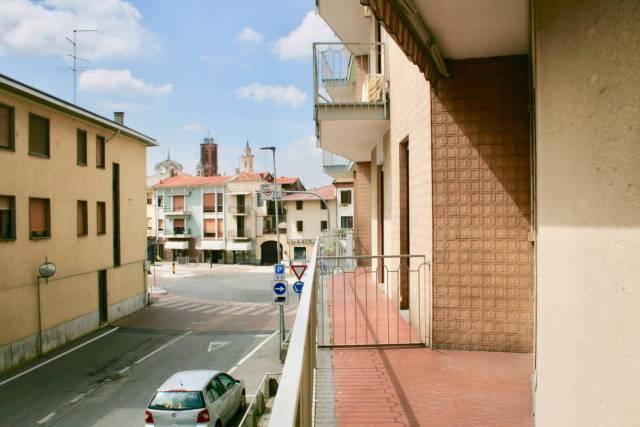 Galliate, zona viali, 3 locali con box auto