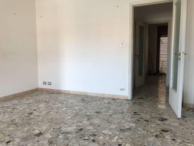 Appartamento in Affitto a Lecce Centro: 5 locali, 170 mq