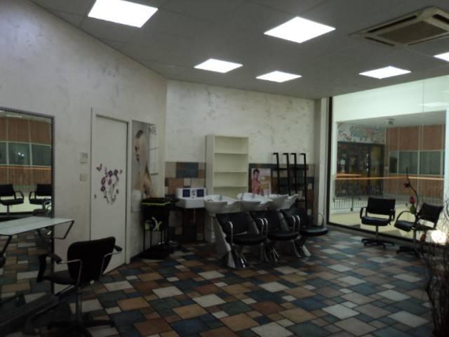 Affittasi locale per parrucchiere uomo/donna .