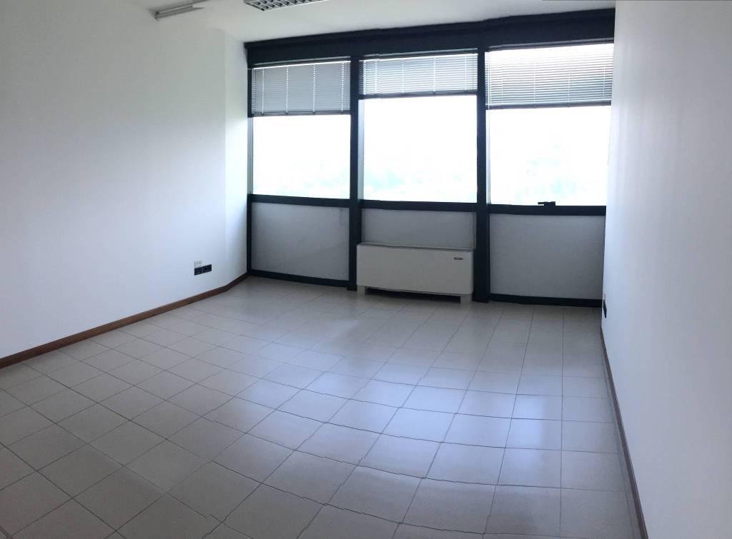 ufficio con 9 stanze in affitto a Perugia Rif. 8452158