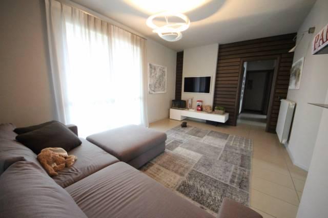 Appartamento in ottime condizioni in vendita Rif. 6876949