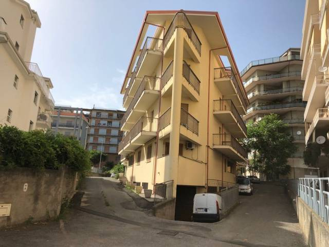 Garage in vendita in zona centralissima Rif. 6881640