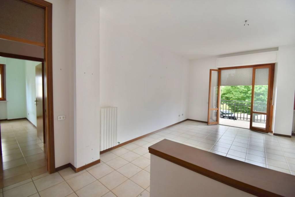 Appartamento in buone condizioni in vendita Rif. 6875228