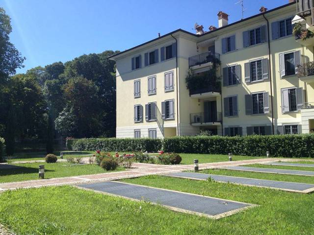 Cernusco (Via Cavour): Affittiamo signorile 3 locali con Box