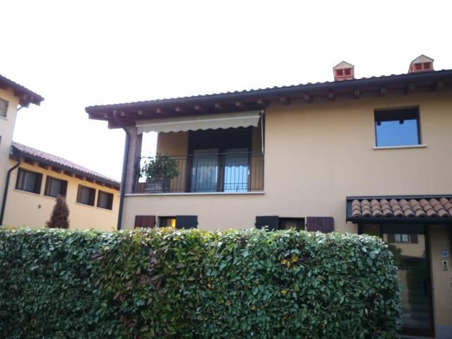 Appartamento in ottime condizioni parzialmente arredato in vendita Rif. 6878767
