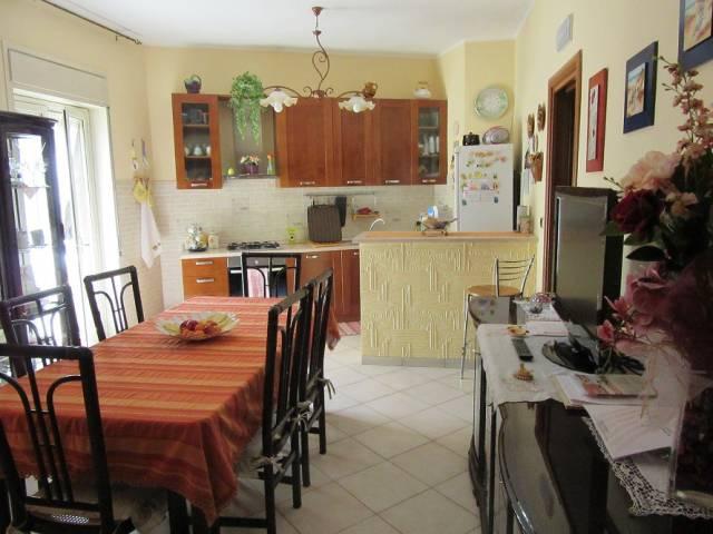 Appartamento in ottime condizioni arredato in vendita Rif. 6890798