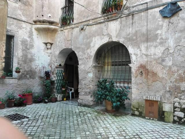 Appartamento in palazzetto storico del 1200 ristrutturato