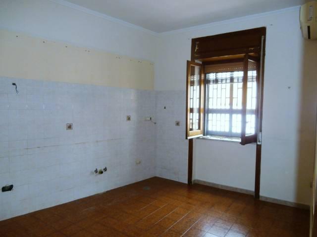 Appartamento 2 vani acc. Vico Costaninopoli Torre del Greco
