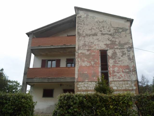 Appartamento in buone condizioni in vendita Rif. 6887622