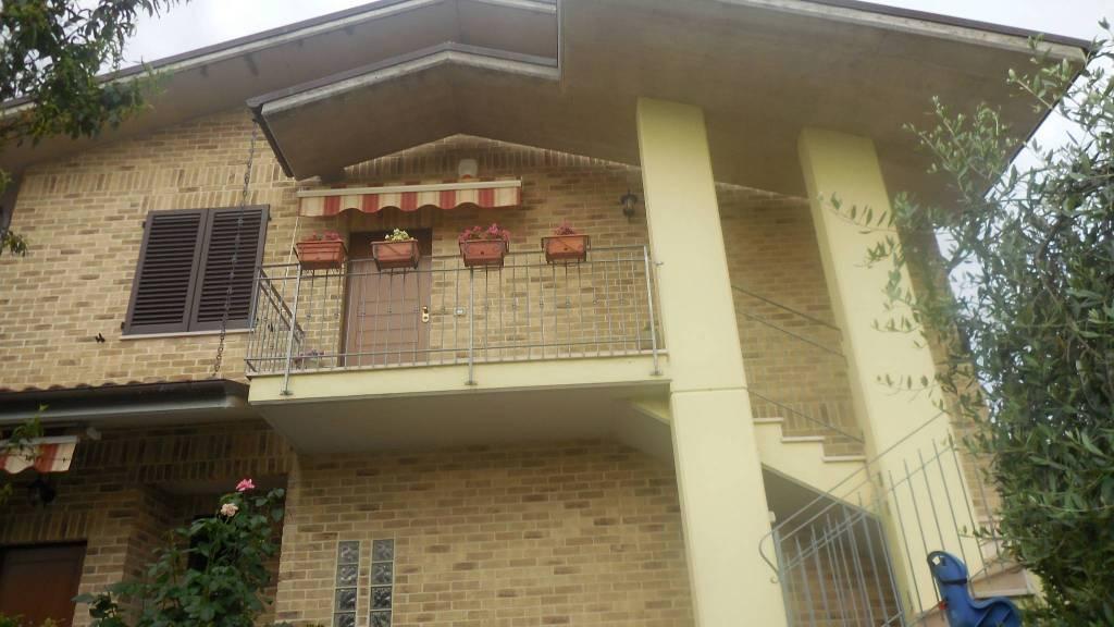 Appartamento in vendita a Castelbellino, 6 locali, prezzo € 195.000 | PortaleAgenzieImmobiliari.it