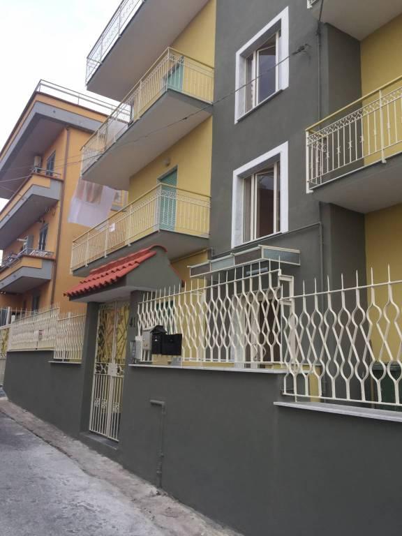 Appartamento in buone condizioni in affitto Rif. 8325195
