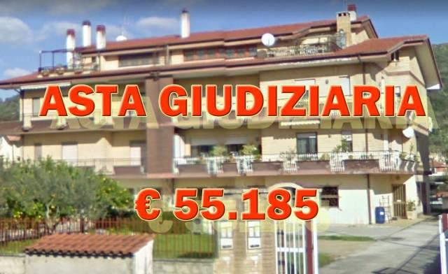 Appartamento in buone condizioni in vendita Rif. 6889512