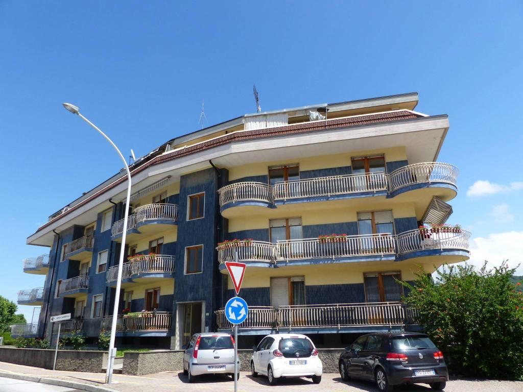 Appartamento in buone condizioni in affitto Rif. 6890837