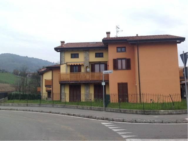 Appartamento in buone condizioni in vendita Rif. 6909608