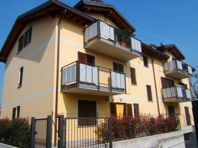 Appartamento in buone condizioni parzialmente arredato in vendita Rif. 6905181