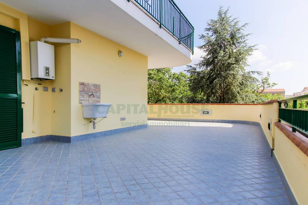 Dai il benvenuto alla TUA nuova casa con terrazzo!