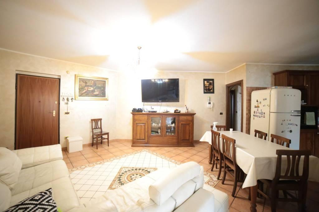 Appartamento in ottime condizioni in vendita Rif. 7795148