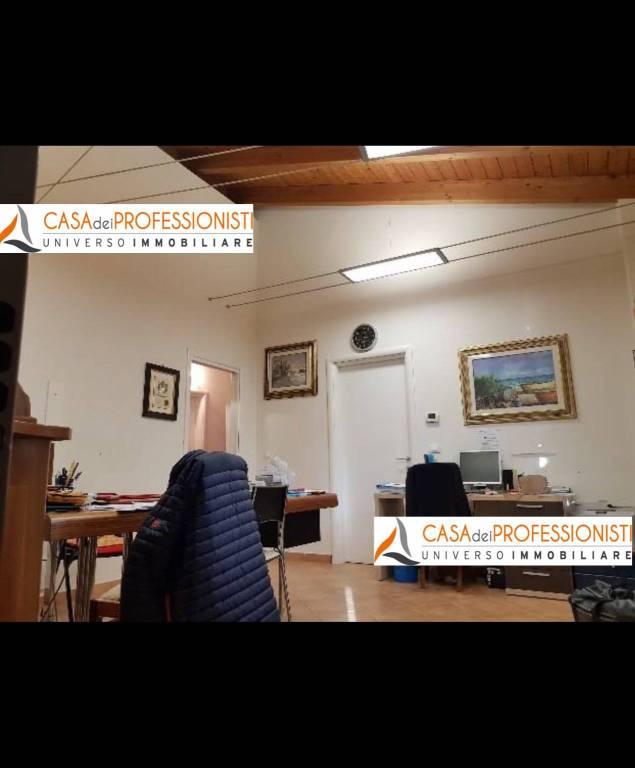 Appartamento in ottime condizioni parzialmente arredato in vendita Rif. 9292104