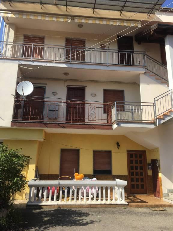 Appartamento in buone condizioni in vendita Rif. 6905100