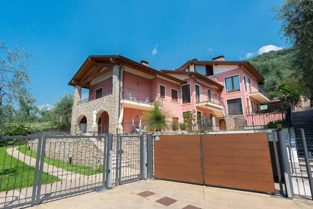 Appartamento in buone condizioni arredato in vendita Rif. 9143329