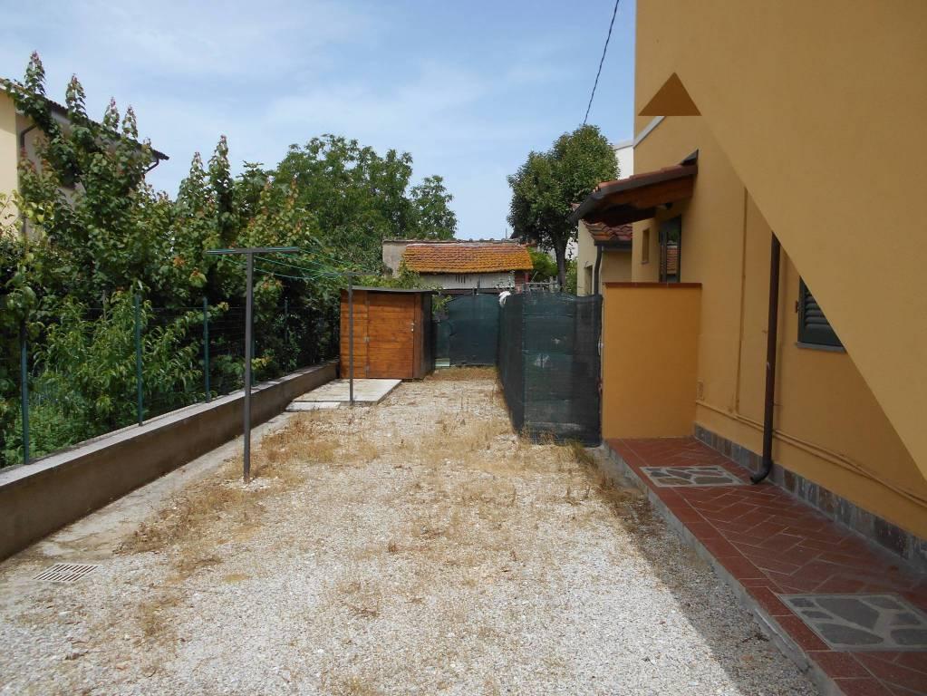 Appartamento in vendita a Pontedera, 4 locali, prezzo € 138.000 | CambioCasa.it