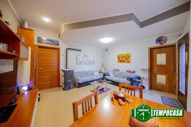 Appartamento in ottime condizioni parzialmente arredato in vendita Rif. 6910696