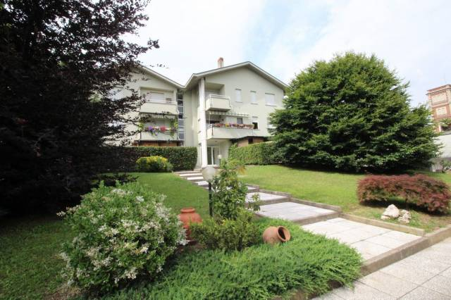 Appartamento in buone condizioni in vendita Rif. 6905183
