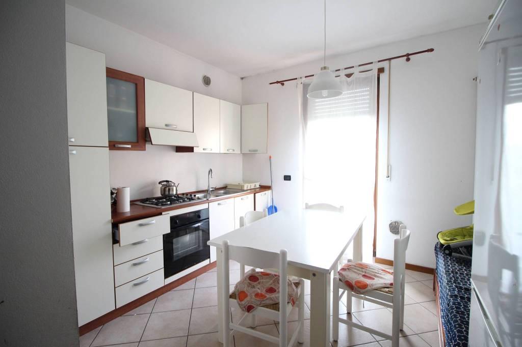 Appartamento in buone condizioni in vendita Rif. 6906383