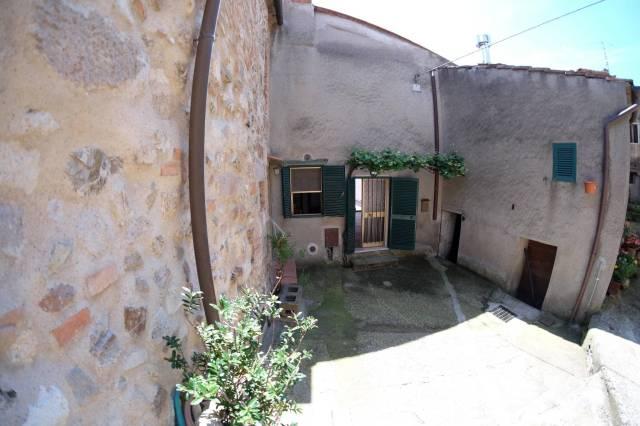 Appartamento in buone condizioni in vendita Rif. 6804891