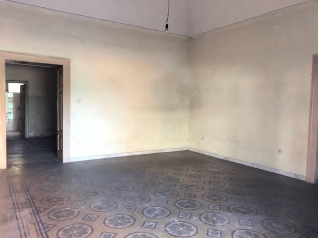 Appartamento da ristrutturare in vendita Rif. 6916849