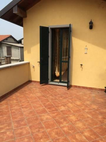 Appartamento in buone condizioni arredato in affitto Rif. 6918256