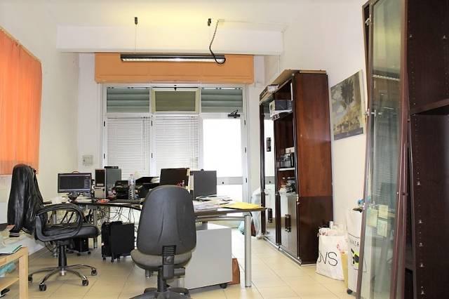 Fondo commerciale in vendita a Pisa, I Passi